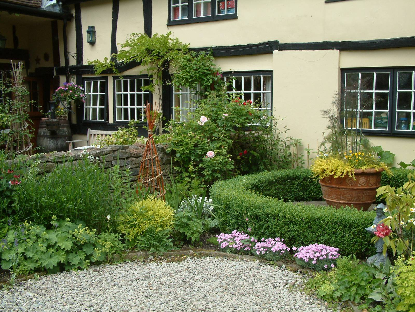 Landscape gardeners and garden designers in Redditch New English